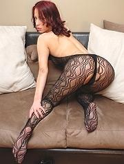 Bio page of Nadia model